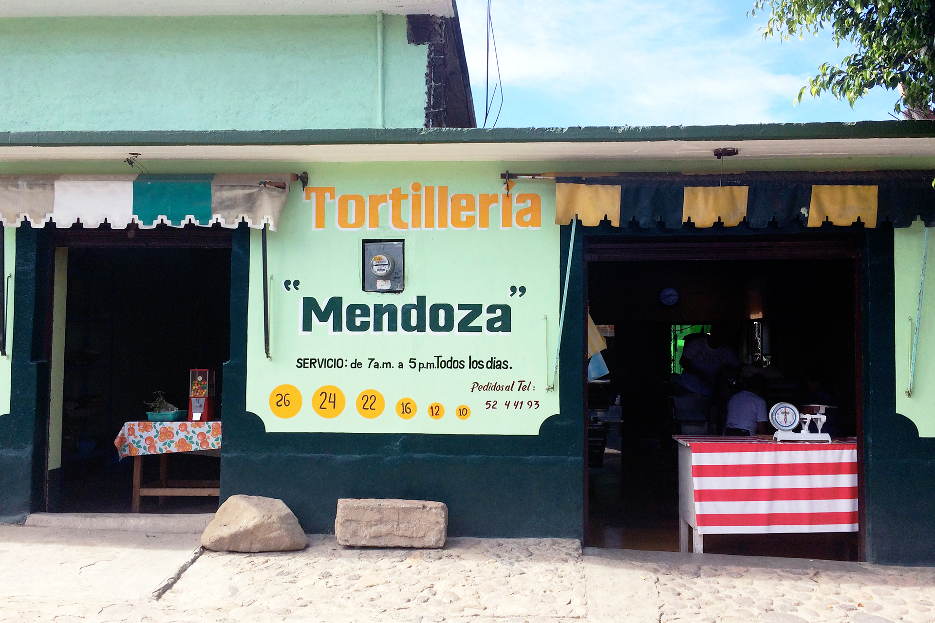 oaxaca-mexico-mezcal-tour-roadside